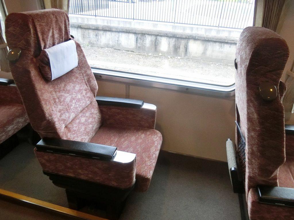 381系やくものグリーン車の座席