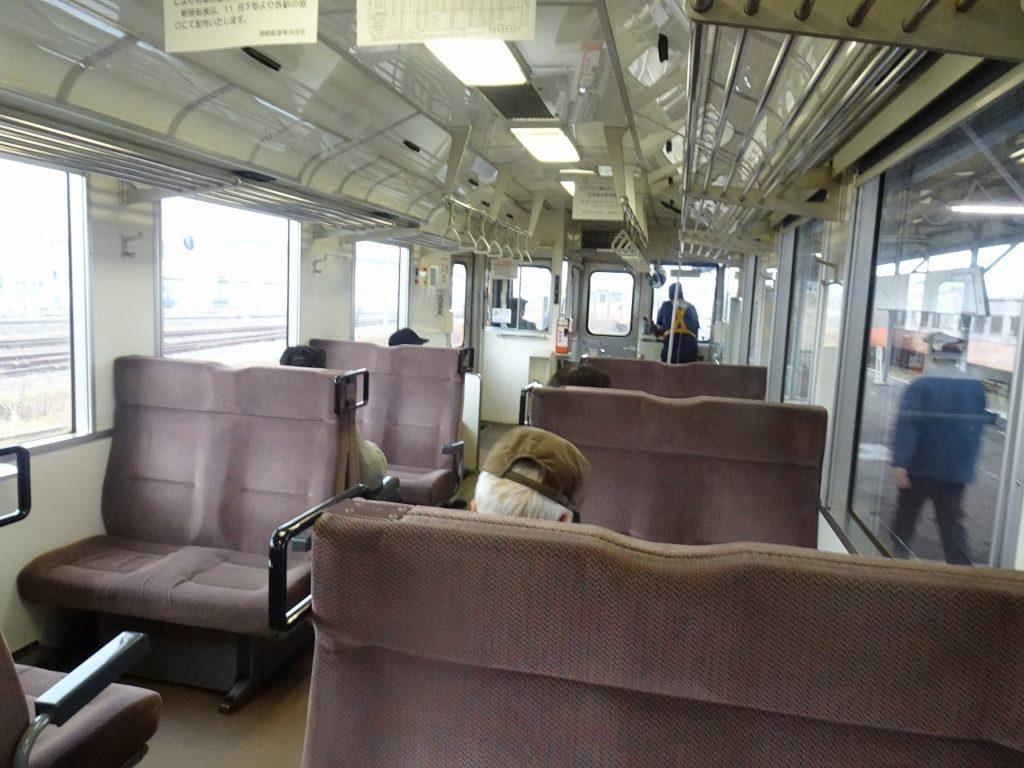 津軽鉄道の普通列車の車内