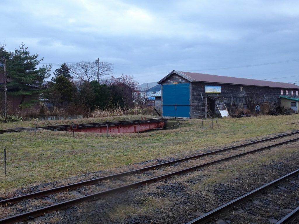 津軽鉄道の津軽中里駅にある転車台