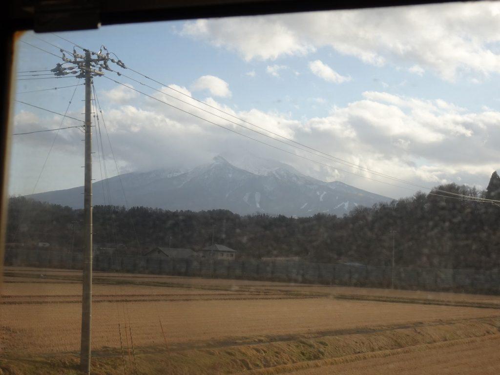 五能線鳴沢付近からの岩木山