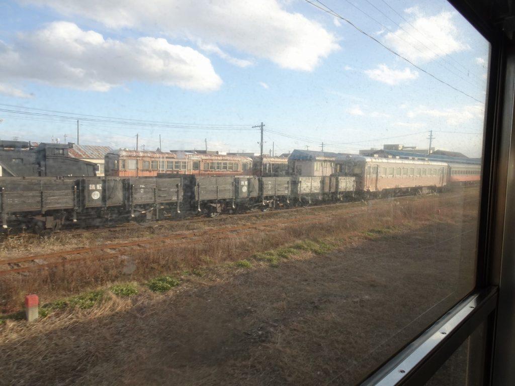 五能線から津軽鉄道の車両を見る