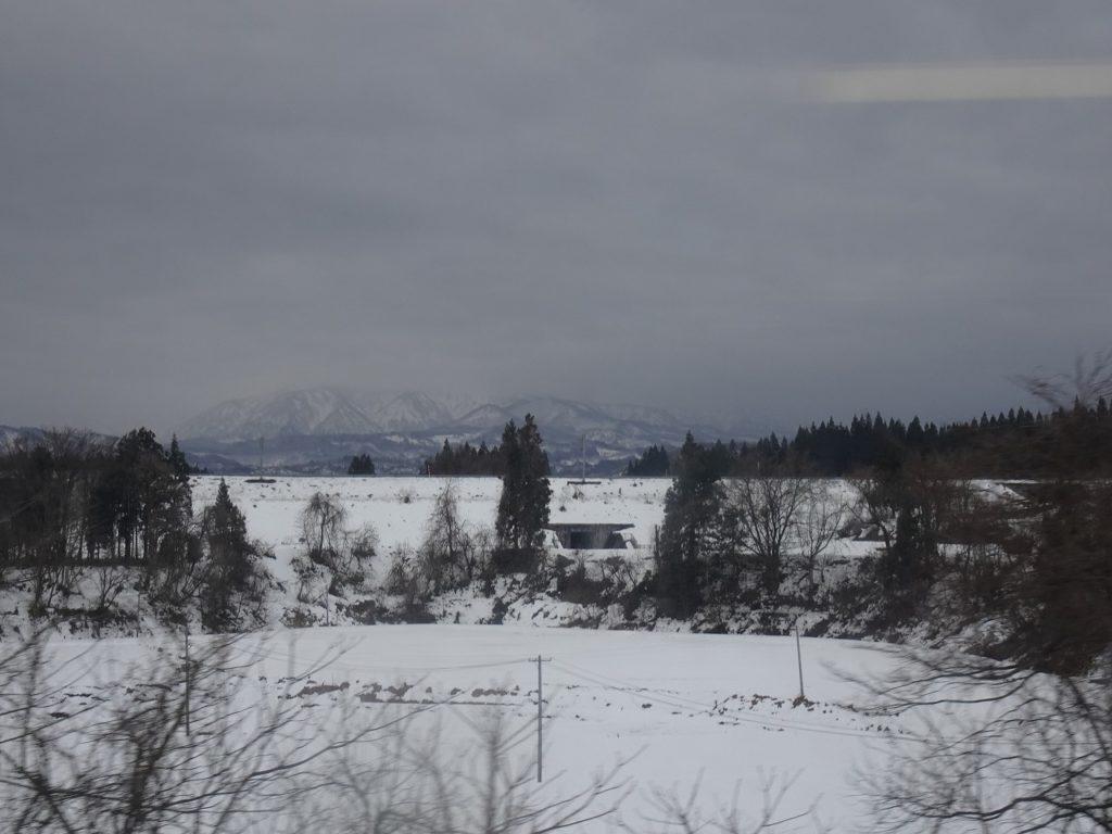 奥羽本線の新庄付近の車窓
