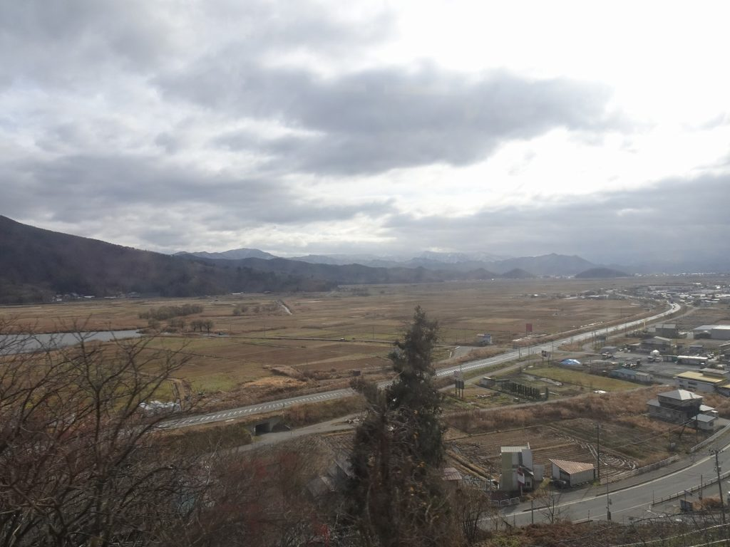 奥羽本線の中川~赤湯間の車窓
