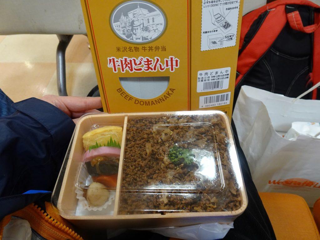 米沢駅の名物駅弁「牛肉どまんなか」