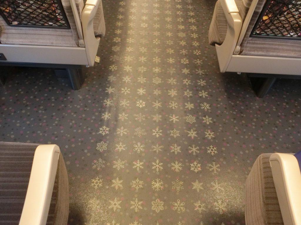 E5系と違うH5系の普通車の床のデザイン