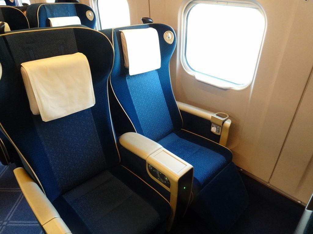 E7系のグリーン車の座席