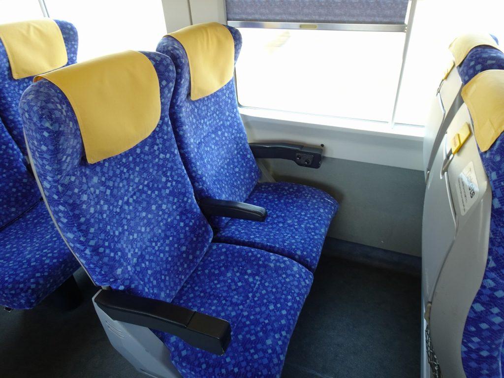 E653系の 普通車の座席