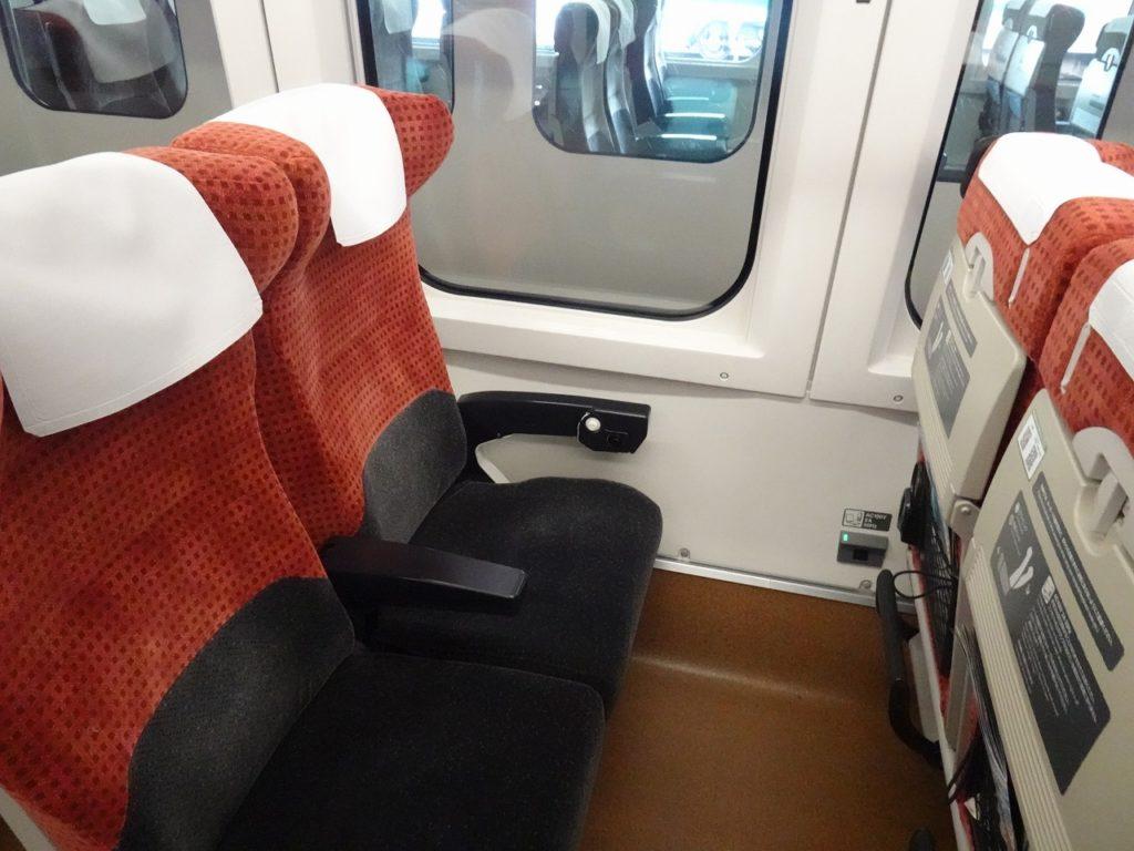 E3系「つばさ」編成普通車の座席