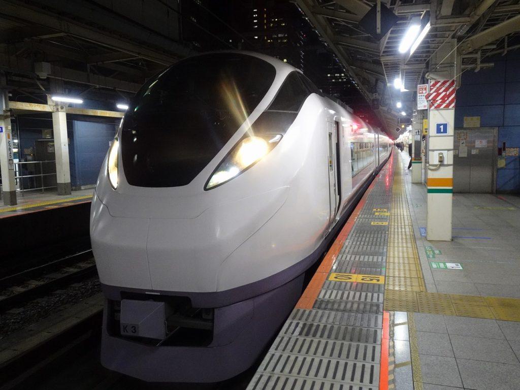 東京駅に停車中のE657系
