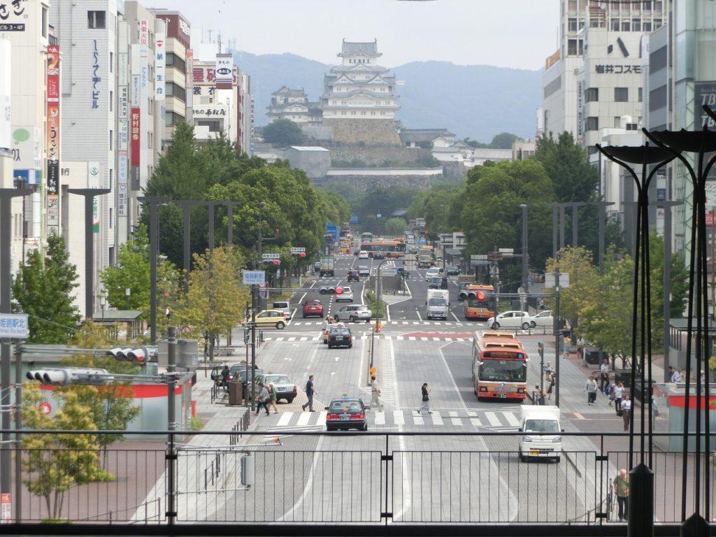 姫路駅の姫新線ホームから見た姫路城