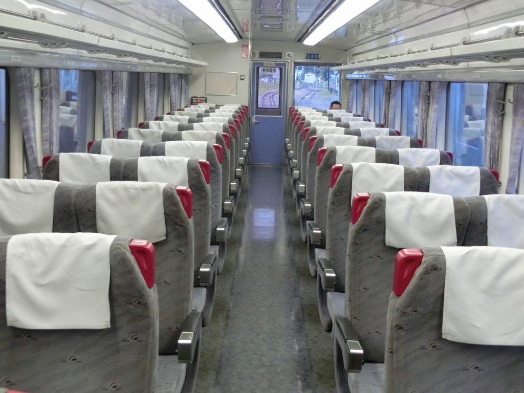 キハ183系の普通車自由席の車内