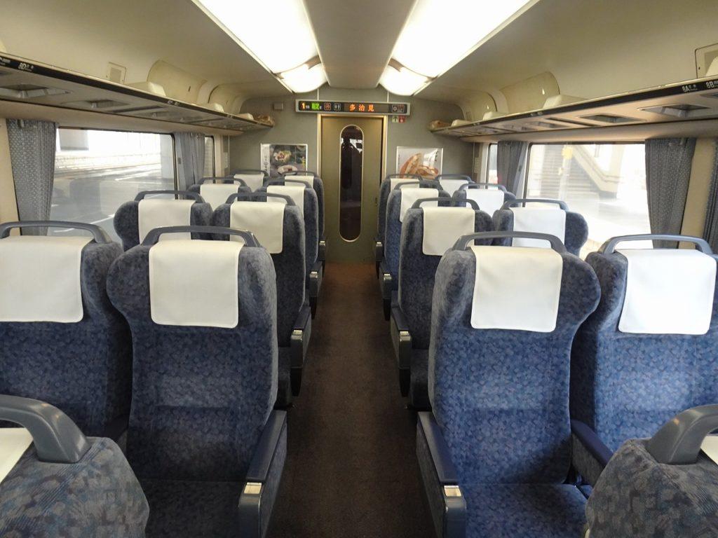 383系のグリーン車の車内