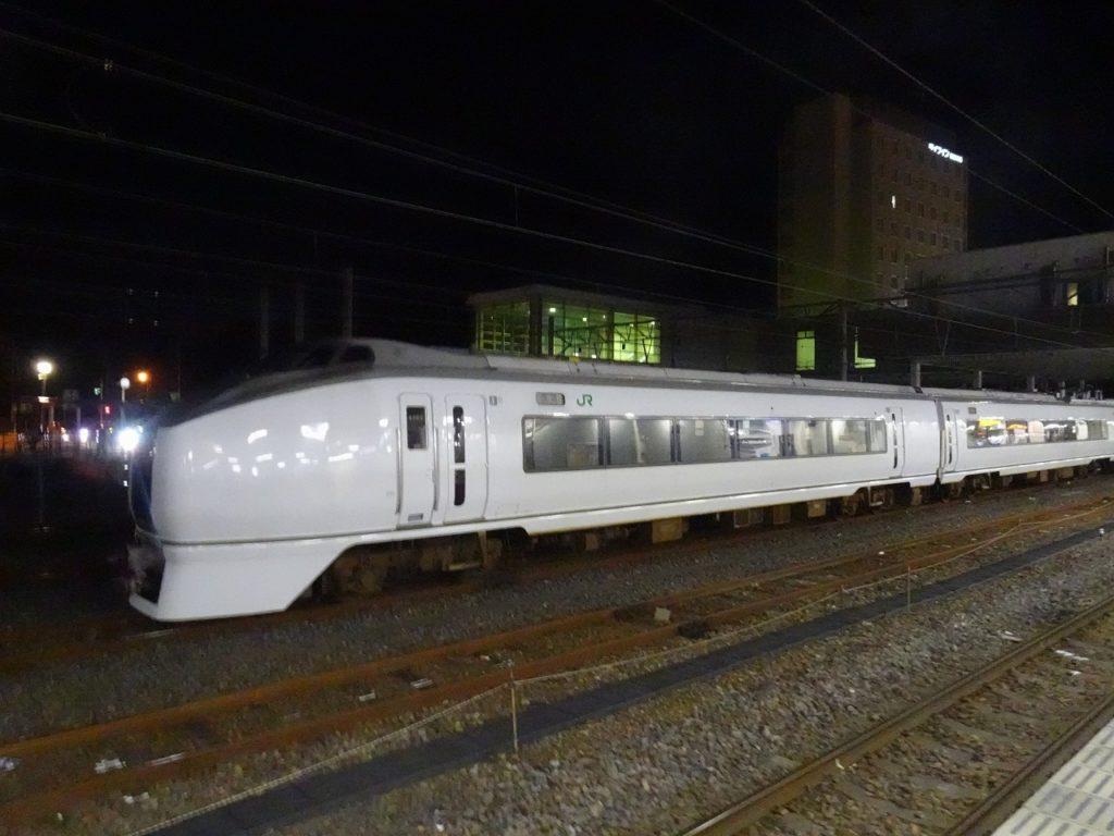 勝田駅に停車する「スーパーひたち」時代の原色のままの651系