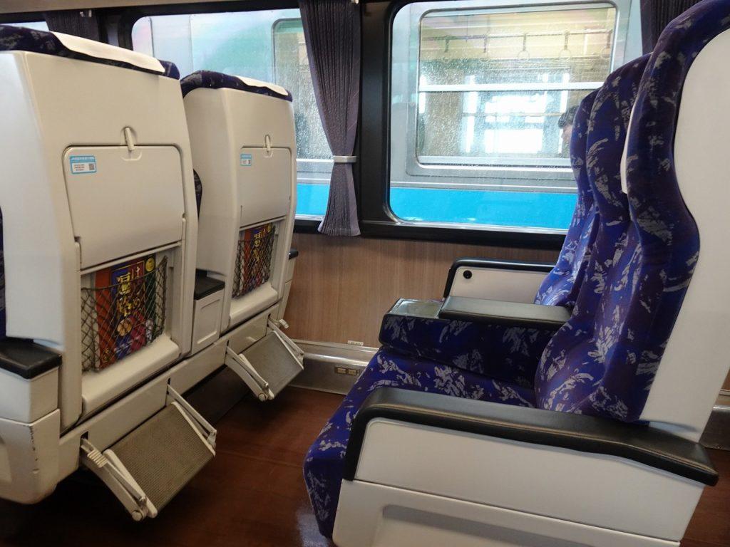 2000系のリニューアルされたグリーン車の座席