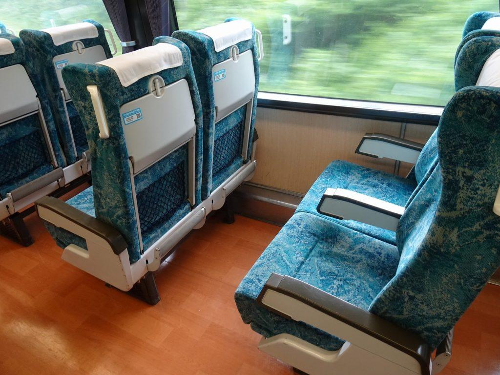 2000系のリニューアルされた普通車の座席