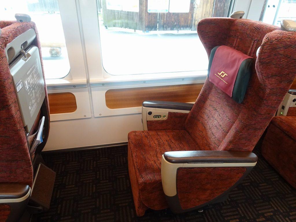 8600系のグリーン車の座席