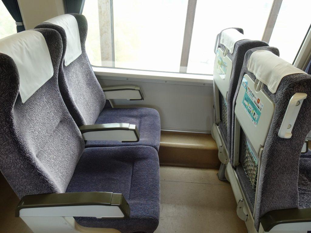8000系の普通車自由席の座席