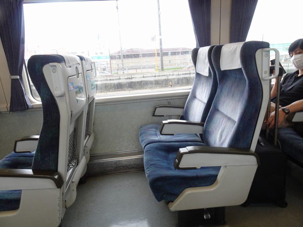 N2000系の普通車の座席