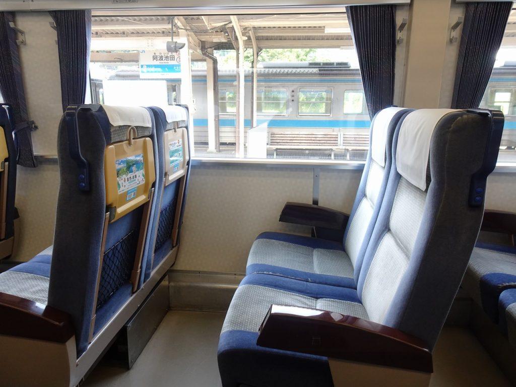 キハ185系の普通車の座席