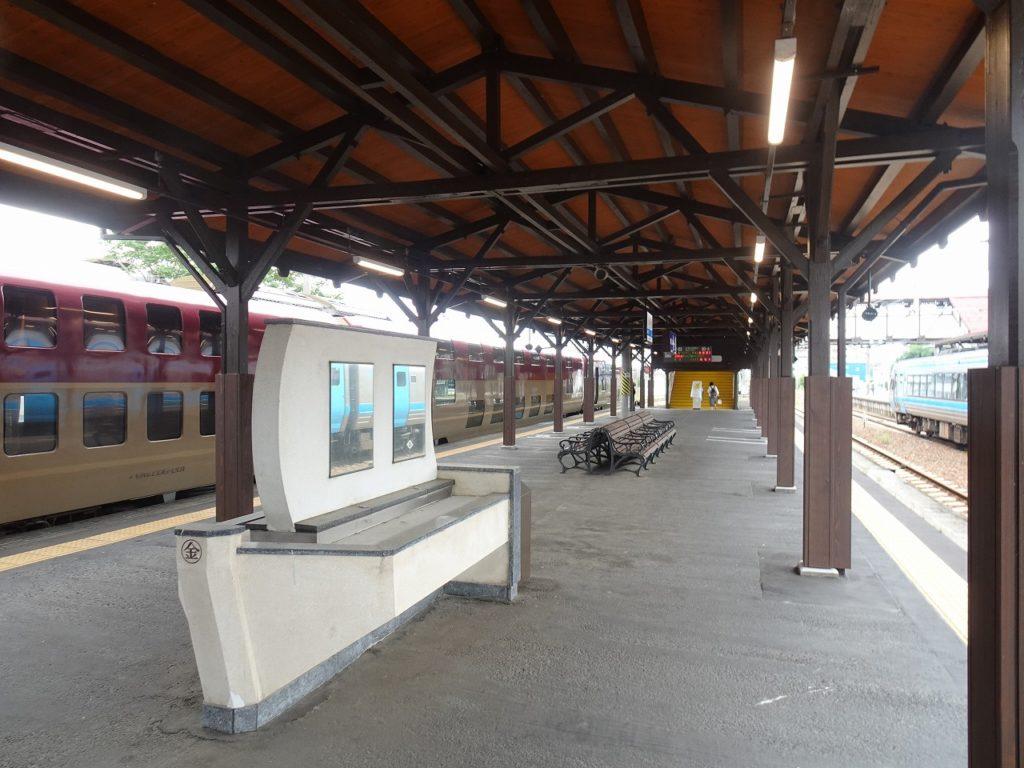 サンライズ瀬戸が到着した琴平駅