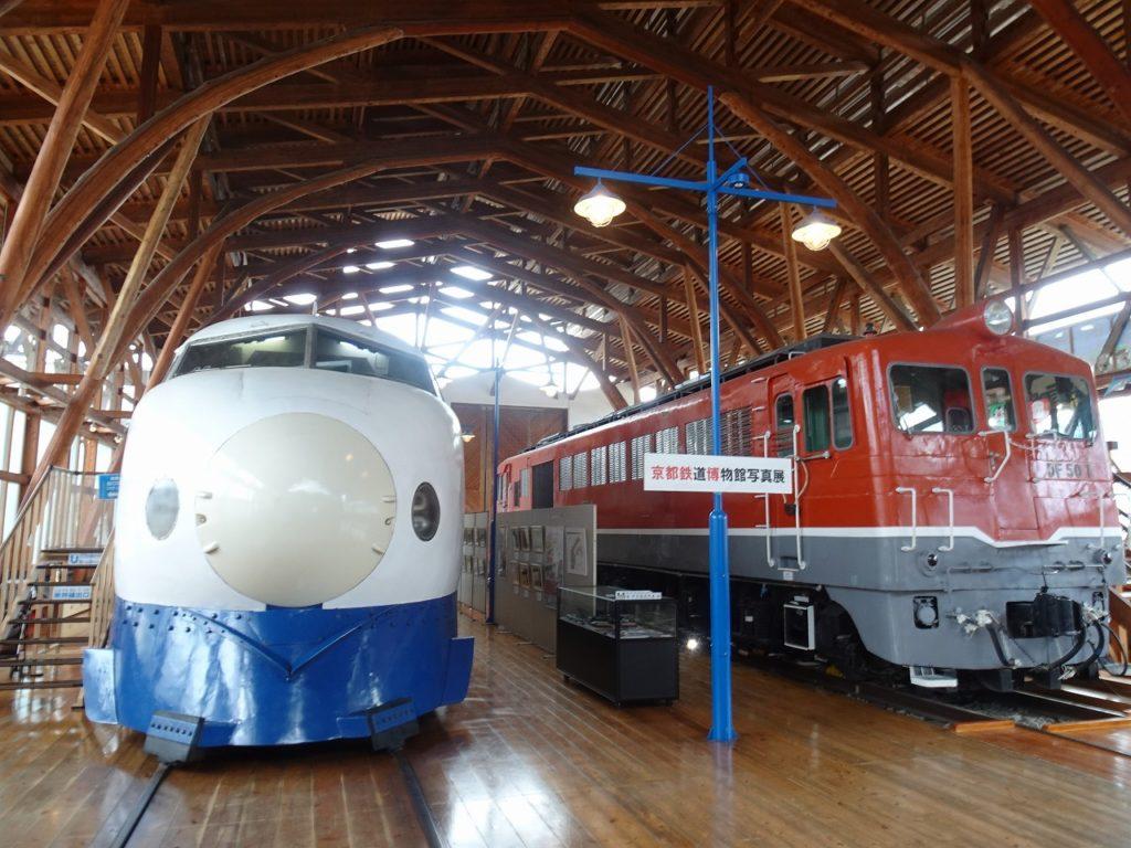 四国鉄道文化館の0系新幹線とDF50