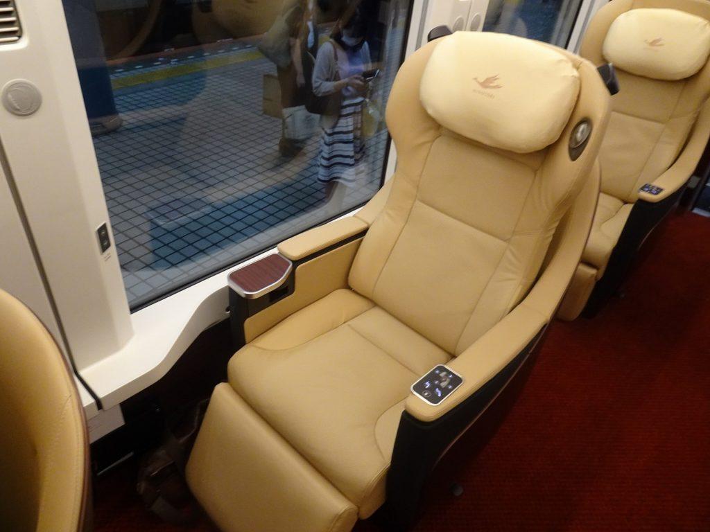 ひのとりのプレミアム車両の座席