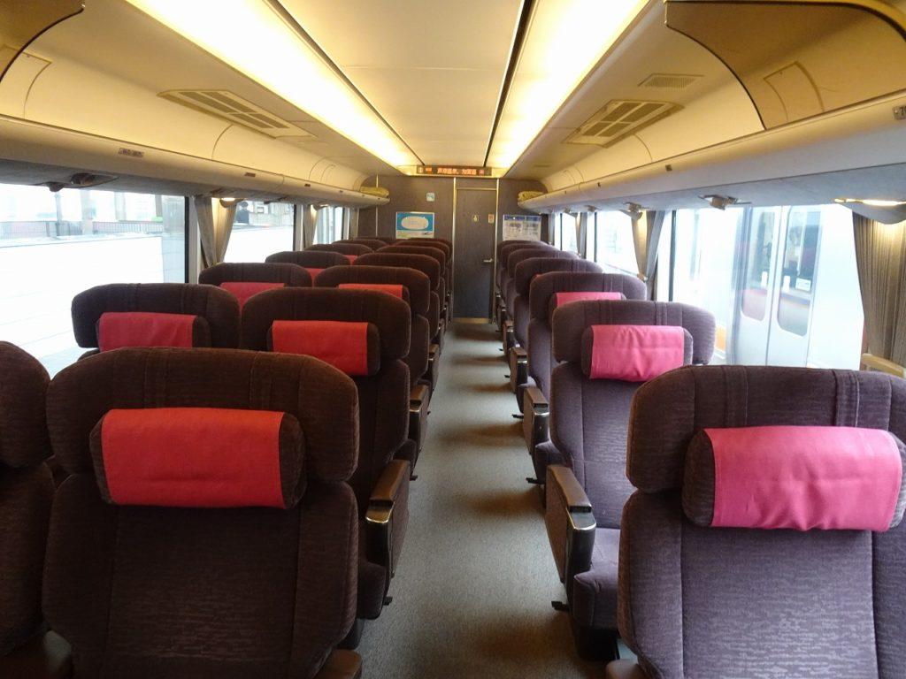 681系のグリーン車の車内