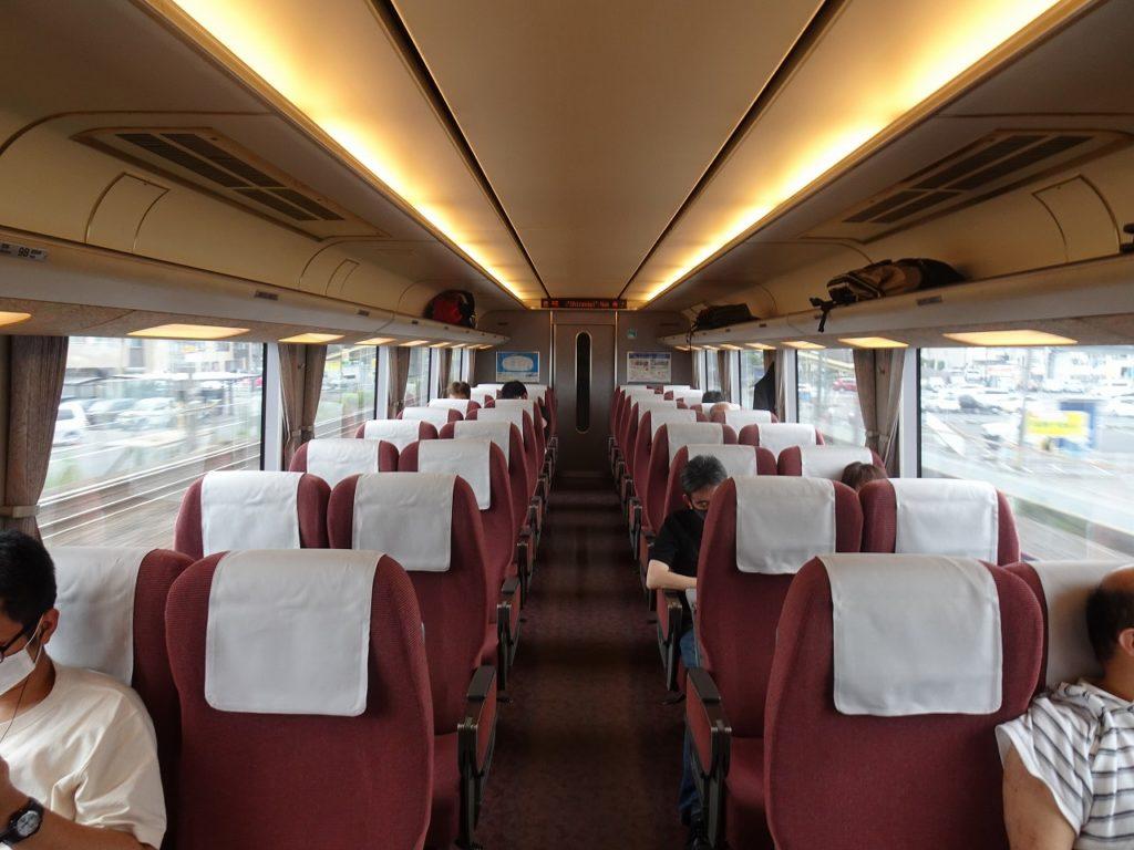 681系の普通車の車内