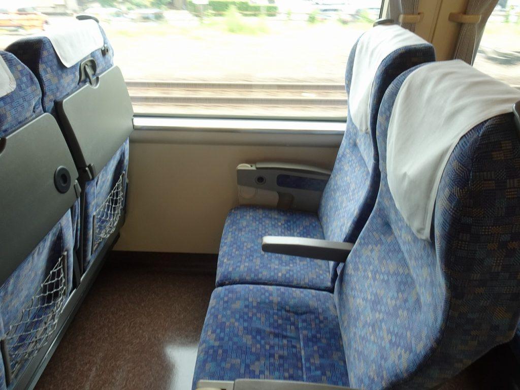 683系の普通車の座席