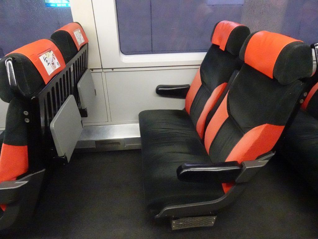 長野電鉄スノーモンキーの自由席の座席