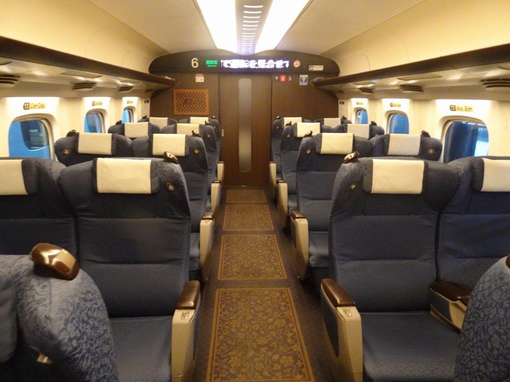 九州新幹線用N700系のグリーン車の車内