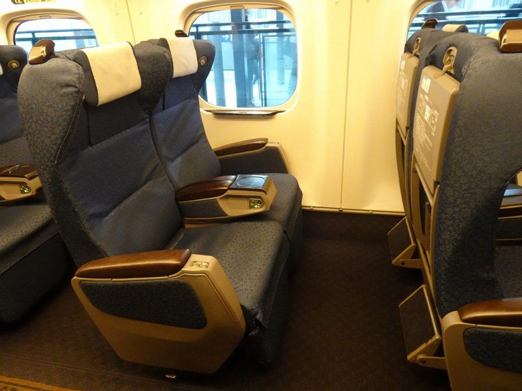 九州新幹線用N700系のグリーン車の座席