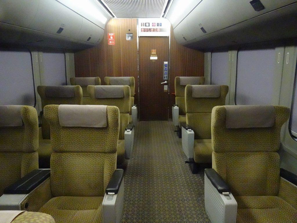 4両有明編成787系のグリーン車の車内