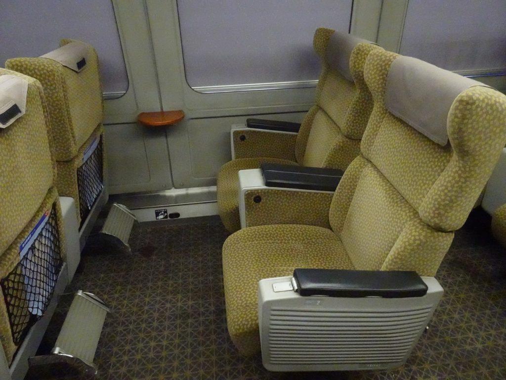 4両有明編成787系のグリーン車の座席