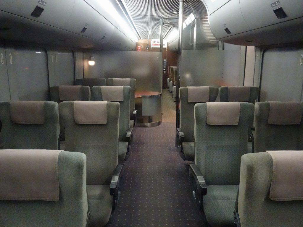 4両有明編成787系の普通車の車内