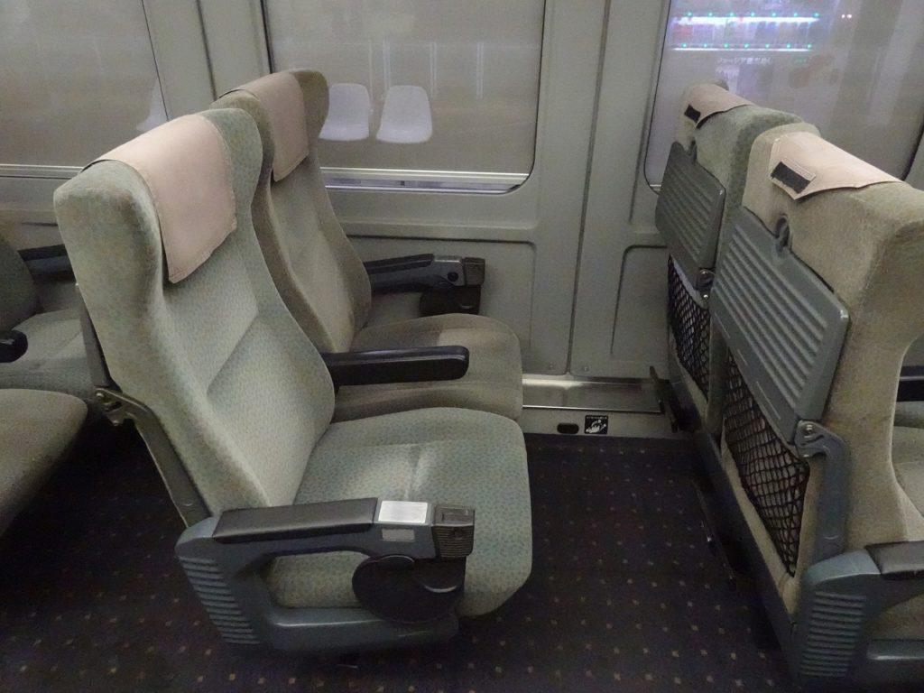4両有明編成787系の普通車の座席
