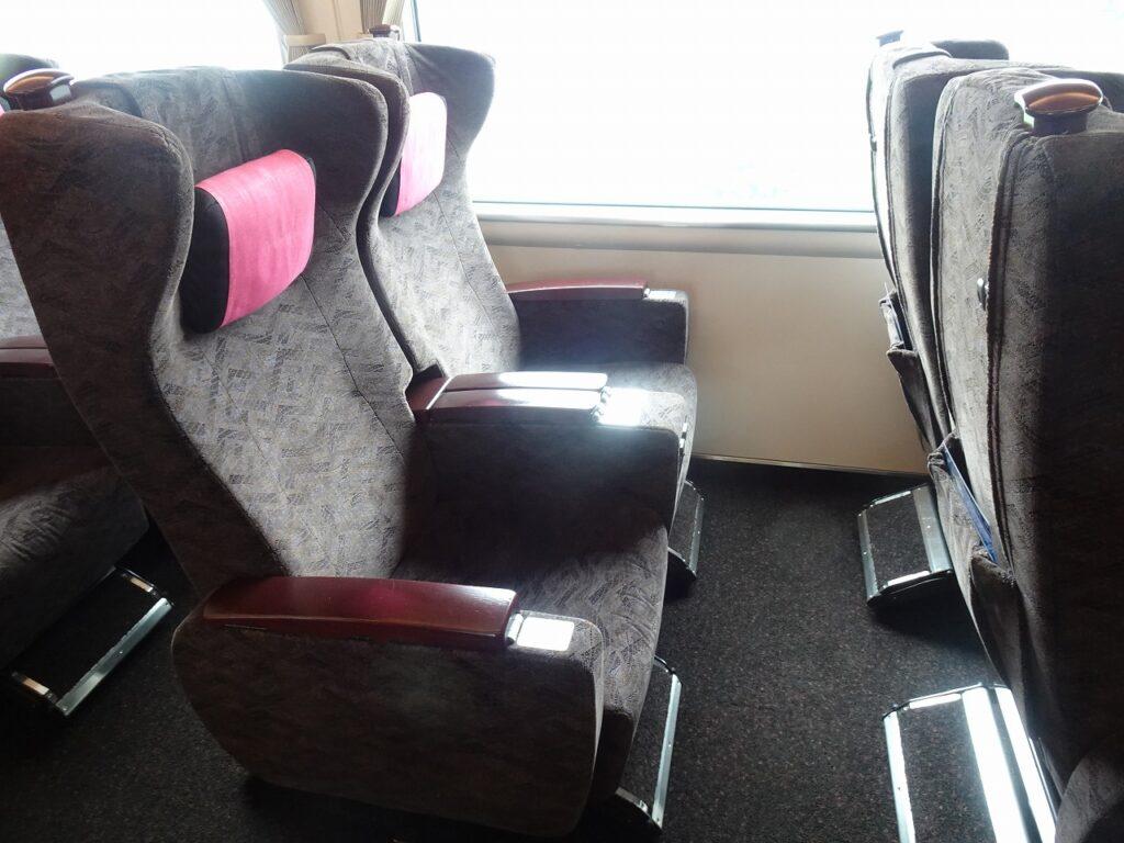 サンダーバードのグリーン車の座席