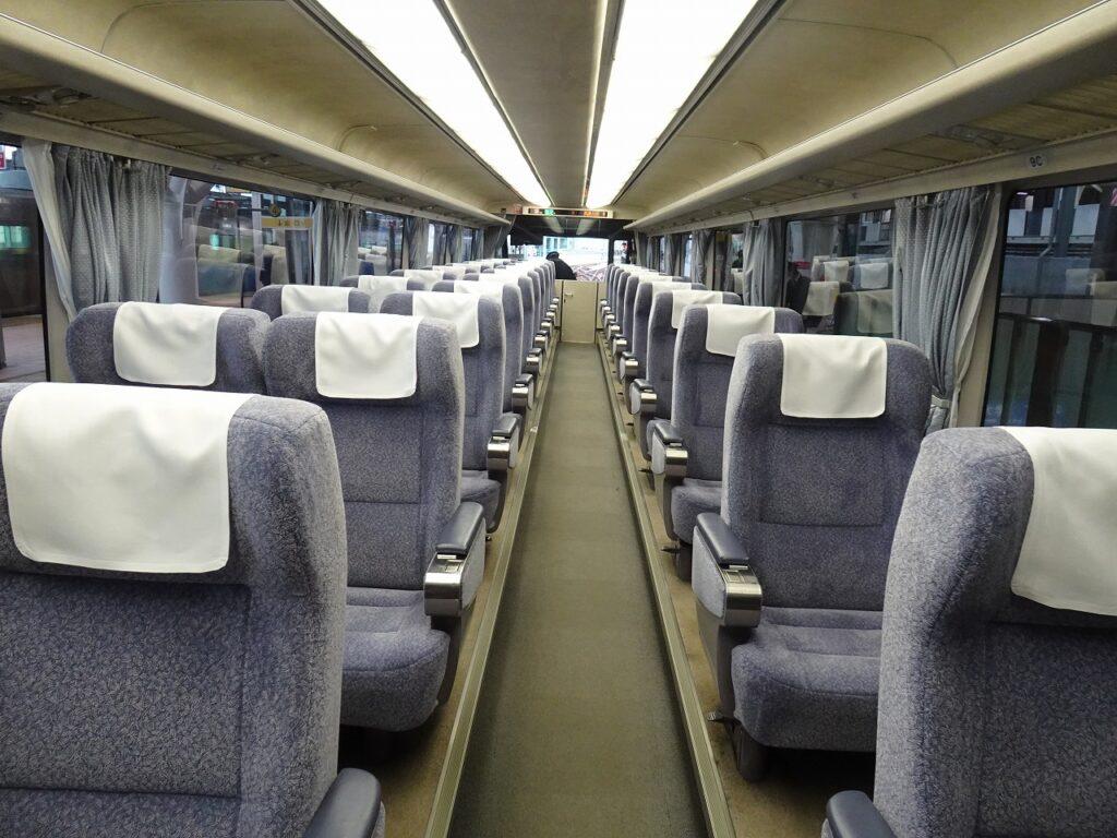 キハ85系パノラマ型全室グリーン車の車内