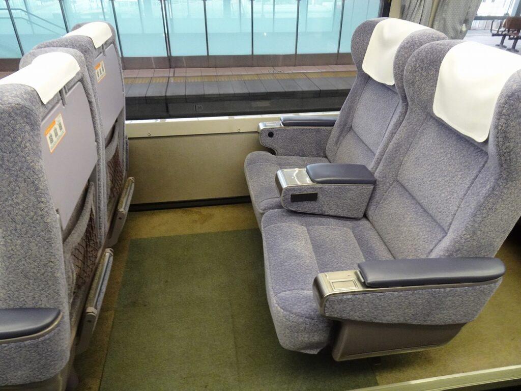 キハ85系パノラマ型全室グリーン車の座席