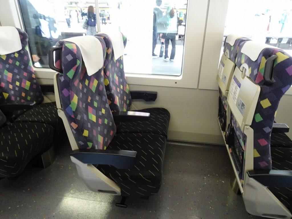E257系0番台普通車の座席