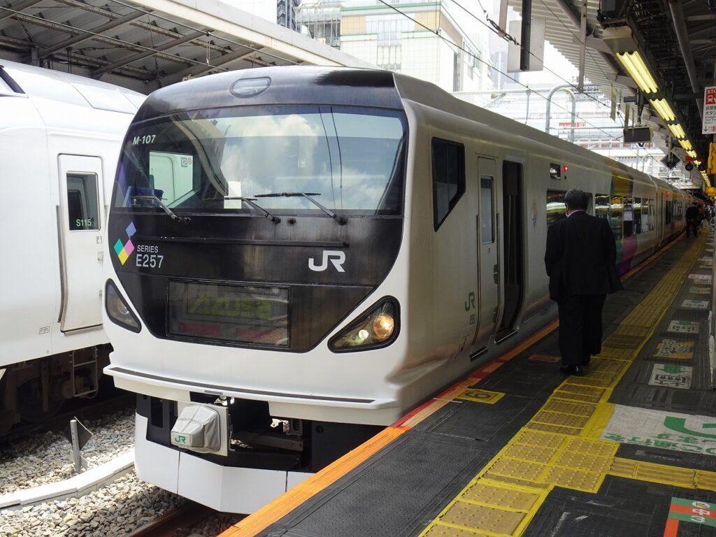 登場当初のE257系、中央本線用編成