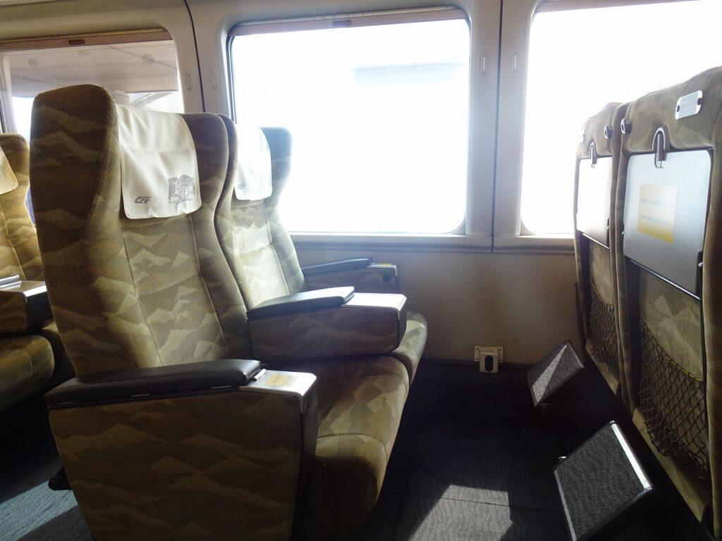 HOT7000系のグリーン車の座席